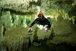 Водолази в Мексиці відкрили найбільшу в світі підводну печеру