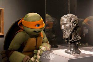 Черепашка Мікеланджело відвідав виставку свого тезки в музеї у Нью-Йорку