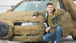 Аби не підвозити кохану, хлопець тюнінгував автівку під собаку