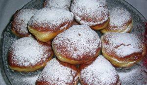 «Жирний» четвер: у Польщі пройшли традиційні об'їдання пончиками