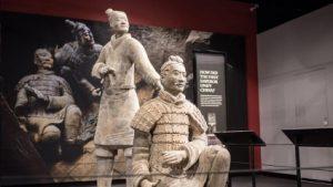 Воїну «Теракотової армії» в музеї відламали пальця