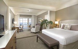 Чому в готелях завжди лише біла постіль?