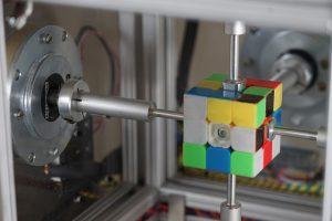 Робот склав кубик Рубіка за 0,38 секунди
